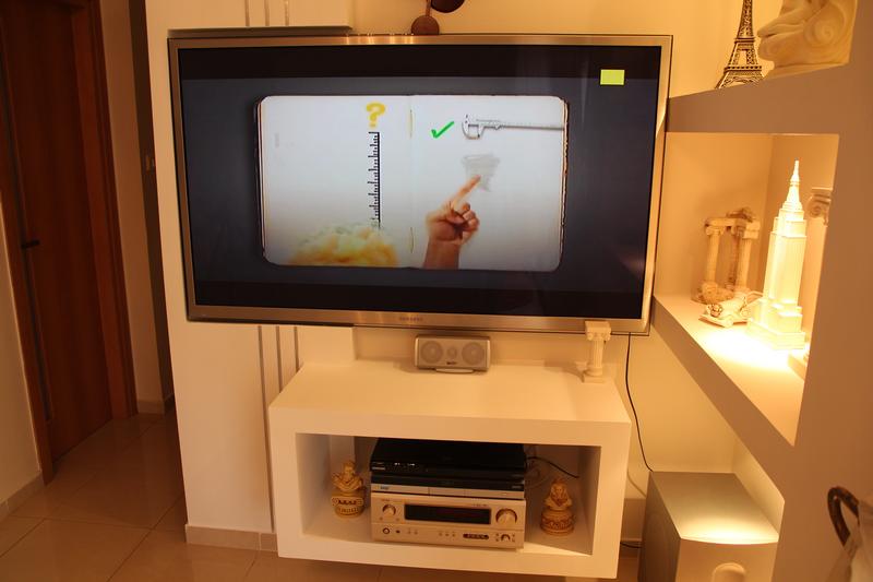 קיר טלוויזיה מעוצב - בביתו של